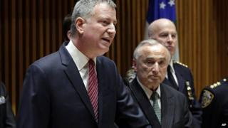 Bill de Blasio, left, with New York City Police Commissioner William Bratton at news conference at New York City Police headquarters. 5 Jan 2015