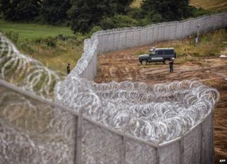 Border fence, 17 Jul 14