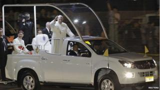 Pope Francis waves to the crowds on arriving at the airport in Manila (15 January 2015)