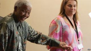 Nelson Mandela (L) and Zelda La Grange (R)