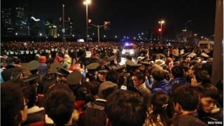 Police control crowds after the stampede on the Bund, Shanghai (1 Jan 2015)