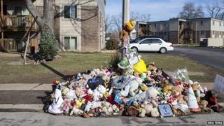 A Christmas tree is seen near a memorial to Michael Brown in Ferguson, Missouri, 25 December 2014