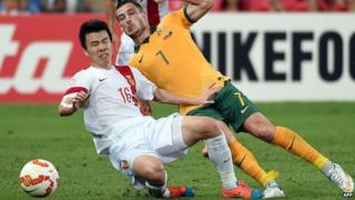 China's Sun Ke and Australia's Mathew Leckie fight for the ball during the quarter-final football match between Australia and China at the AFC Asian Cup in Brisbane on 22 January, 2015