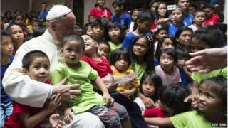 Pope Francis is pictured with youths at ANAK-Tnk foundation during his pastoral visit in Manila 16 January 2015