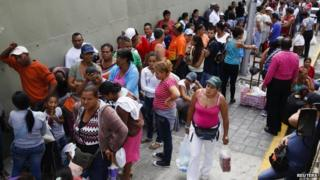 Queue outside supermarket in Caracas