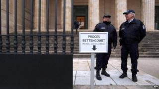 Police at opening of Bettencourt exploitation trial, 26 Jan 2015