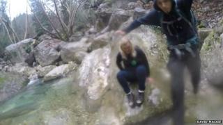 Friso de Vries and Marije jump over river