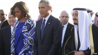 Michelle Obama, Barack Obama and Saudi Arabia's King Salman at Riyadh's international airport (27 January 2015)