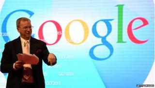 Eric Schmidt in front of Google logo