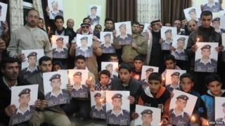 Relatives of Lt Moaz al-Kasasbeh, 31 Jan