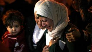 The wife (right) and sister (centre) of Moaz al-Kasasbeh protest in Amman, 28 January