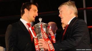 Wales captain Sam Warburton is re-presented with the Six Nations trophy by First Minister Carwyn Jones