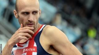Gareth Warburton yn dyfalu pryd gaiff e ail-afael o ddifri yn ei yrfa fel athletwr