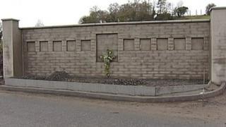 Memorial to commemorate the Kingsmills massacre of 1976