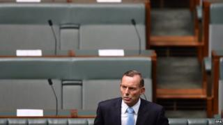 Australian Prime Minister Tony Abbott speaks during a condolence motion for the Sydney siege survivors at Parliament House in Canberra (09 February 2015)