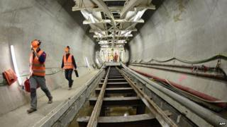 Construction of Tav rail tunnel - file pic