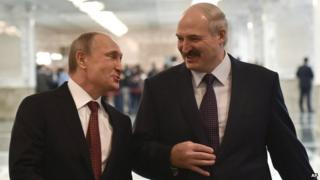 Belarus President Alexander Lukashenko (right) in Minsk with Russian President Vladimir Putin, 11 Feb 15