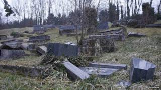 Sarre-Union cemetery graves vandalised, 16 Feb 15