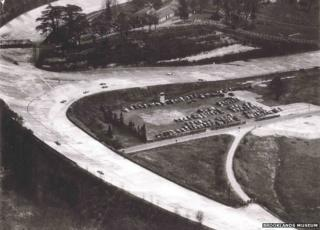 Finishing Straight and Members' Banking c.1933