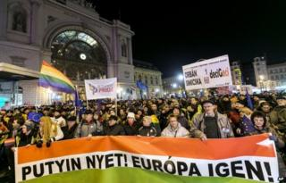 Anti-Putin protesters in Budapest (16 Feb)