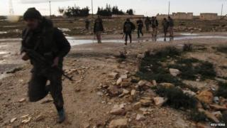 Rebel fighters of al-Jabha al-Shamiya (the Shamiya Front) in heavy clashes with forces loyal to Syria's President Bashar al-Assad, north of Aleppo (17 February 2015)
