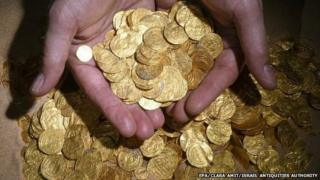 An undated photograph supplied by the Israeli Antiquities Authority on 17 February 2015 shows the largest hoard of gold coins found in Israel