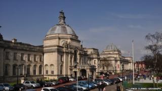 Neuadd y Ddinas Caerdydd