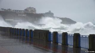 High tide on the promenade near Summer hill and Onchan