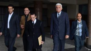 Former Premier Ahmed Nazif (second on the right )leaves the Cairo courthouse after he was cleared (24 February 2015)