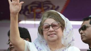 "This file photo taken on January 20, 2014 shows Bangladesh""s main opposition leader and Bangladesh Nationalist Party (BNP) chairperson Khaleda Zia waving during a rally in Dhaka."
