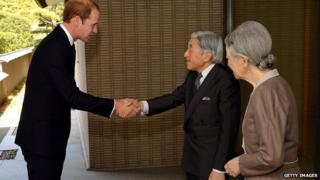 The Duke of Cambridge shakes hands with Japanese Emperor Akihito