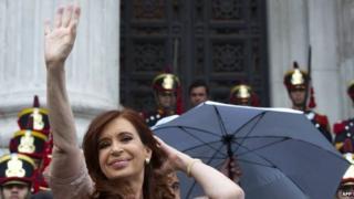 Argentine President Cristina Fernandez de Kirchner waves at supporters outside Congress (01 March 2015)
