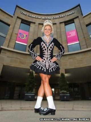 Irish dancer outside the Royal Concert Hall