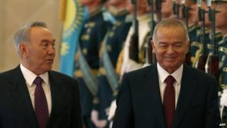 Kazakh President Nursultan Nazarbayev (L) and his Uzbek counterpart Islam Karimov in the capital Astana, on 7 September 2012.