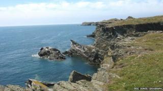 Coastal scenery east of Porth Dafarch