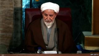 picture of Ayatollah Mohammad Yazdi speaking