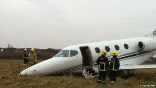 Plane overshoots the runway