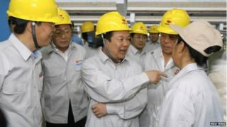 Liao Yongyuan (C), Vice Chairman of PetroChina, speaks to colleagues during a visit to a PetroChina facility in Daqing, Heilongjiang province July 28, 2006