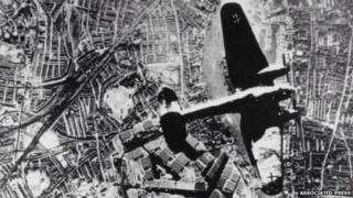 A Heinkel 111 over London in 1940