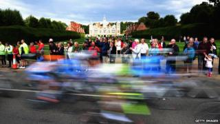 The 2010 Tour of Britain passes Blickling Hall