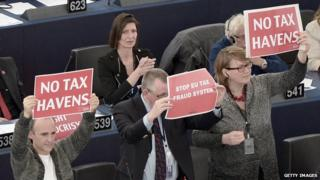 MEPs hold up placards during vote of confidence in Nov 2014