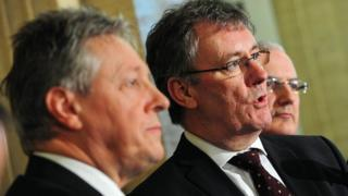 DUP leader Peter Robinson and UUP leader Mike Nesbitt have struck a deal to support single unionist candidates in four Westminster constituencies