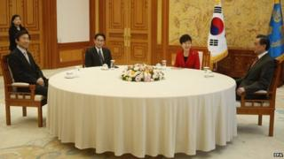 South Korean Foreign Minister Yun Byung-Se, Japanese Foreign Minister Fumio Kishida, South Korea President Park Geun-Hye and Chinese Foreign Minister Wang Yi attend during their meeting at the Presidential Blue House in Seoul, South Korea, 21 March 2015