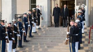 Ashton Carter and Ashraf Ghani at Pentagon ceremony, 23 March 2015