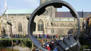 Queues outside Leicester cathedral