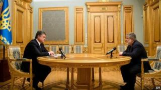 President Petro Poroshenko talking with the Governor of Dnipropetrovsk region Igor Kolomoisky