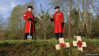 Chelsea Pensioners Paddy Fox and Walter Swann at a previous tree planting event in November 2014