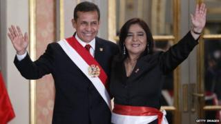 Peruvian President Ollanta Humala (left) waves with Prime Minister Ana Jara during her swearing-in ceremony in Lima on 22 July, 2014