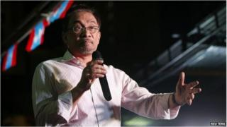 Anwar Ibrahim speaks at a rally ahead of his final appeal verdict, Kuala Lumpur (9 Feb 2015)