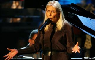 Recording artist Joni Mitchell performs during the Thelonious Monk Jazz Tribute Concert For Herbie Hancock at the Kodak Theatre 28 October 2007